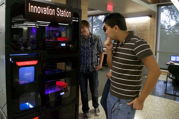 3d-printing-vending-machine-unveiled-on-university-of-texas-campus-1