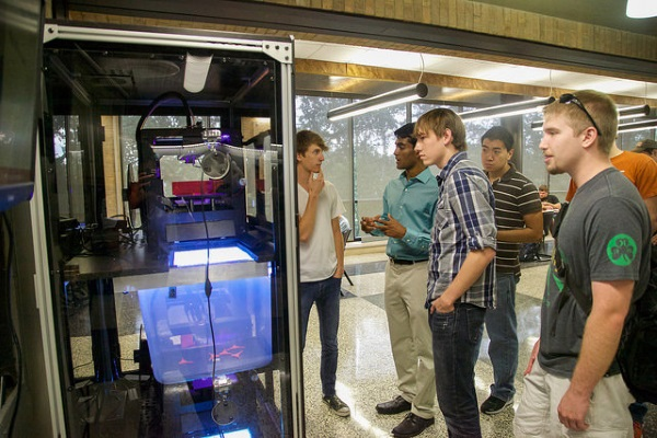 3d-printing-vending-machine-unveiled-on-university-of-texas-campus-2