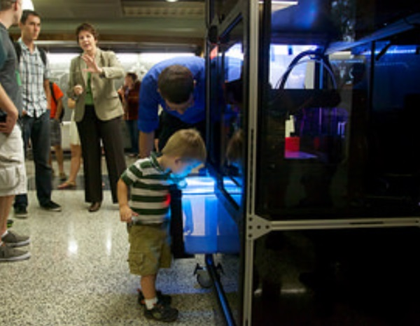 3d-printing-vending-machine-unveiled-on-university-of-texas-campus-7