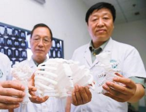 chinese-woman-receives-the-worlds-first-printed-titanium-2