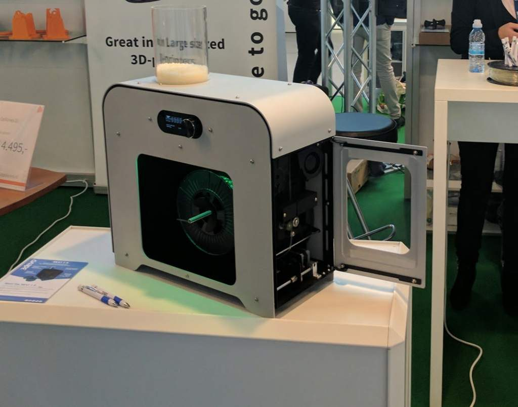 3Devo-Next-1.0-Industrial-Desktop-3D-printing-filament-extruder-during-Formnext-2016.-Photo-by-Michael-Petch.-1024x804