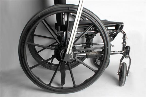 นักเรียนอายุ 16 กับเพื่อนร่วมชั้นใช้เครื่องพิมพ์สามมิติปรับปรุงรถเข็นคนพิการของตัวเอง
