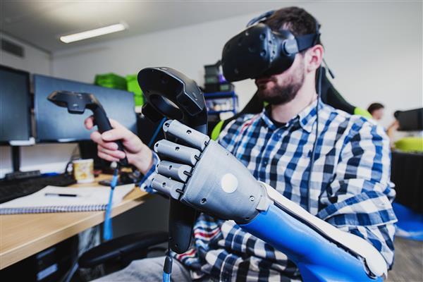 ครั้งแรกของโลกกับแขนเทียมจาก Open Bionic ที่สร้างจากเครื่องพิมพ์ 3 มิติ ที่ได้รับการอนุมัติจากทางการแพทย์